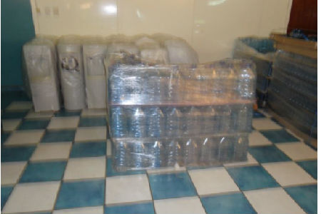 Hình 2: Chai nước bằng nhựa PET